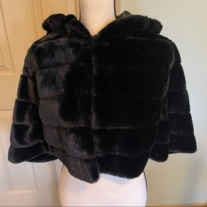 Betsey Johnson faux fur hooded cape with tags L